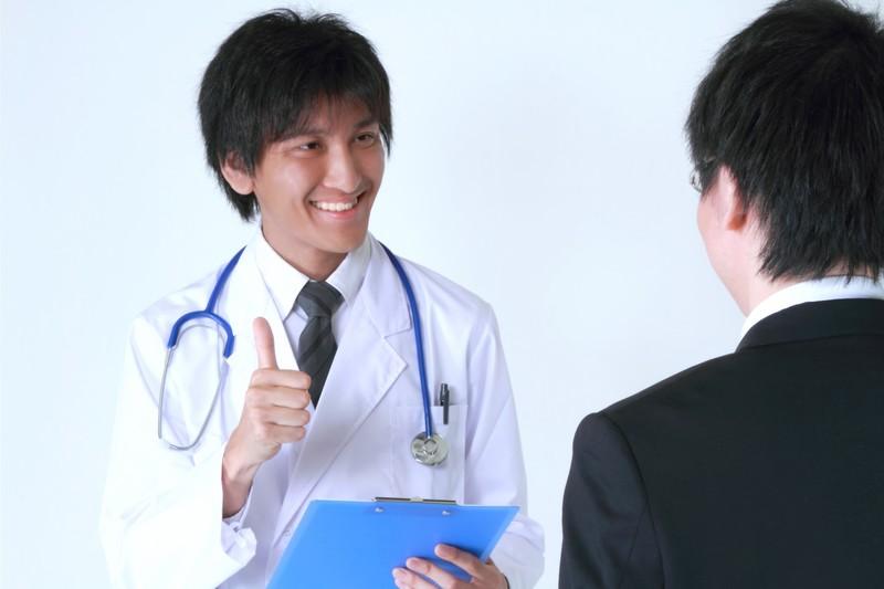 爽やかな医師